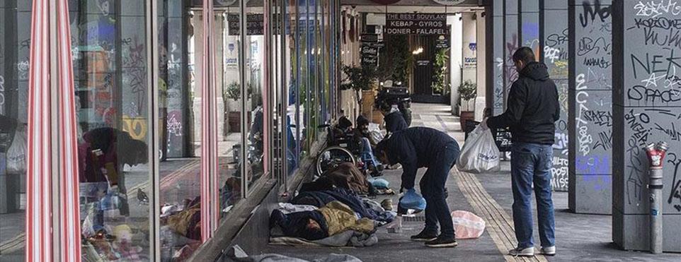 Atina'da evsizler salgına maruz kalma riski taşıyor
