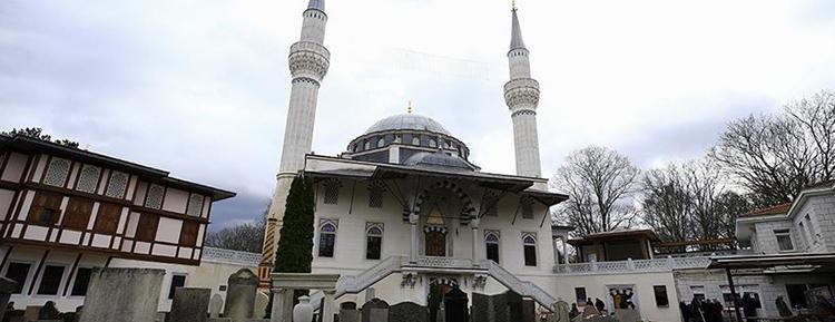 Almanya'daki camilerin Mayıs ayında açılması gündemde