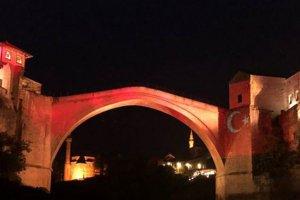 Mostar Köprüsü, Türk bayrağının renklerine büründü