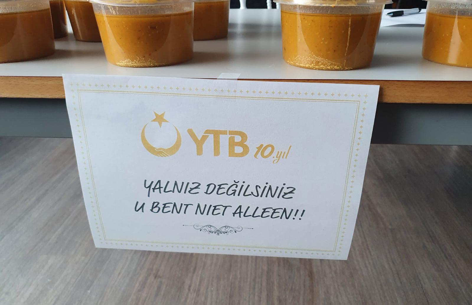 YTB aracılığıyla Hollanda'da yaşlı ve ihtiyaç sahiplerine sıcak yekem ikramı