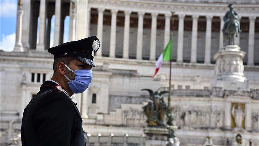 İtalya'da hayat kademeli olarak normale dönüyor