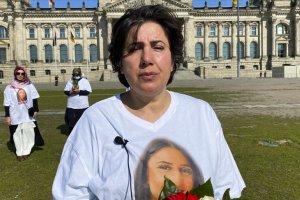 PKK tarafından kızı kaçırılan Maide T. Alman Meclisi önünde