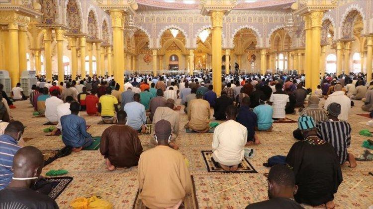 Senegal'in camilerinde aylar sonra ilk cuma namazı