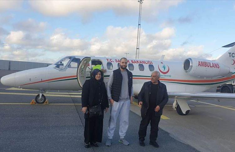 Türk genci İsveç'ten ambulans uçakla Türkiye'ye nakledildi