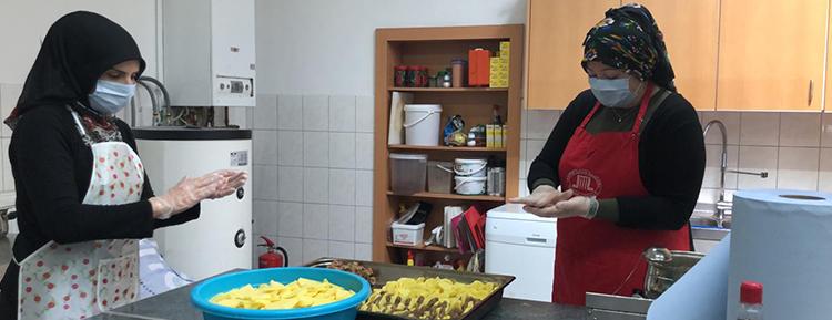 DİTİB camisinden ihtiyaç sahiplerine yemek yardımı kampanyası