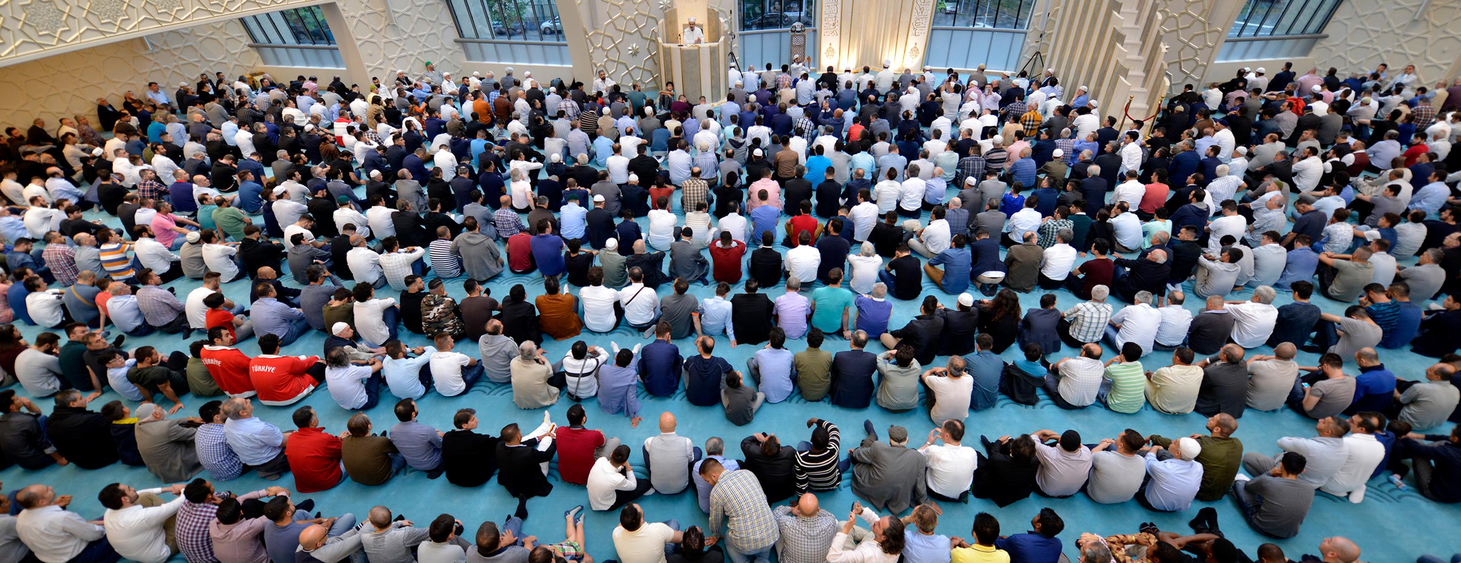 Almanya'da camiler 20 Mayıs'tan itibaren ibadete açılıyor
