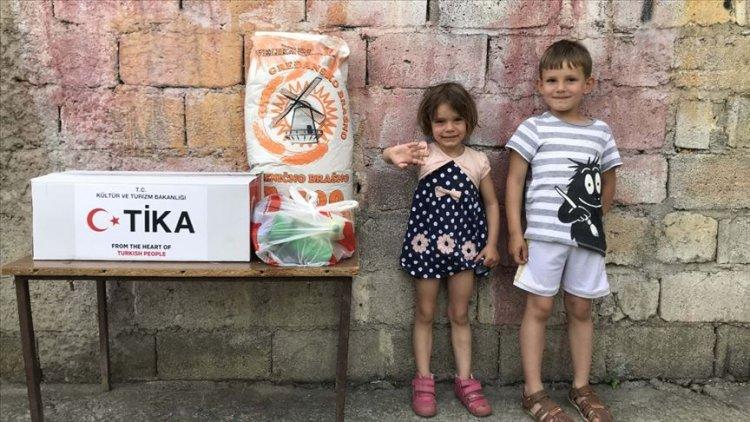 TİKA Karadağ'da 5 bin kişiye gıda ve hijyen paketi ulaştırıldı
