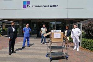 Baltacı çiftinden hastaneye 2 bin 500 maske