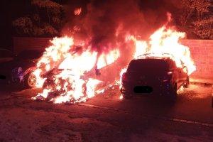 Dortmund kentinde sabaha karşı araçlar yakıldı