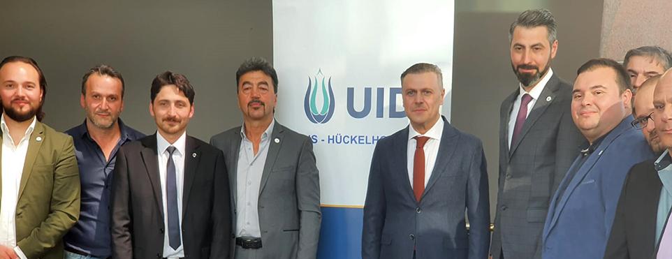 UID, Hückenhoven Gymnasium'a 500 adet maske bağışladı