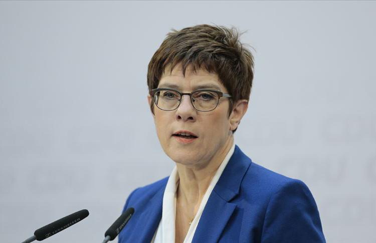 Almanya'da aşırı sağcı askerleri ordudan uzaklaştırmak için yasa değişikliği