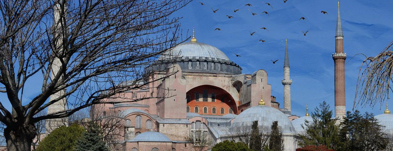 Bakan Çavuşoğlu: Ayasofya, Türkiye Cumhuriyeti Devleti'nin mülküdür ve fethedilmiştir