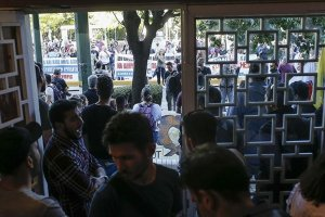 Yunanistan'da göstericiler Turizm Bakanlığı binası bastı