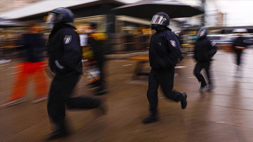 Almanya'da siyahi kadına kasiyer ve polisin ırkçı tavrı tartışma yarattı