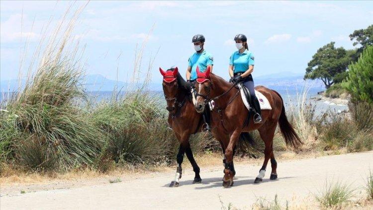 Kuşadası milli parkta atlı timler göreve başladı
