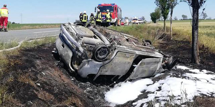 Takla atan araç içinden üç ceset çıktı
