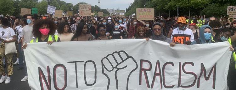 Başkent Berlin'de ırkçılığa karşı yürüyüş düzenlendi