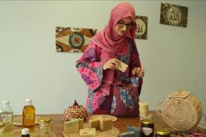Nijerya'da Türk gelin doğal malzemelerle cilt bakım ürünleri hazırlıyor