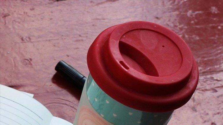 ABD'de Müslüman kadın aldığı kahve bardağına terör örgütünün adı yazıldı