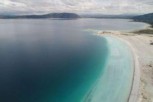 Beyaz kumsalı ve turkuaz rengiyle Salda Gölü'nün suyu içilebilir kararı