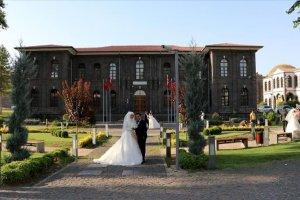 Diyarbakır'da tarihi 'İçkale' düğün ve nişan fotoğraflarının stüdyosu oldu