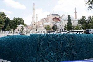 Ayasofya Camisi'nin halıları yerli yün