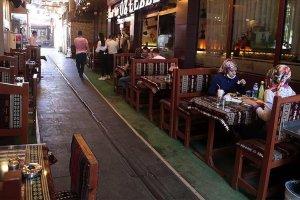 Türkiye'de lokanta, kafe gibi iş yerlerinin çalışma saatlerine yönelik kısıtlama kaldırıldı