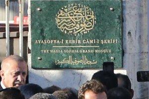 Ayasofya Camii'nin 'Ayasofya-i Kebir Cami-i Şerifi' tabelası asıldı