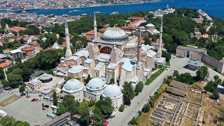 Ayasofya Camii'nde namaz kılınacak alanlara girişler yarın saat 10.00'da başlayacak