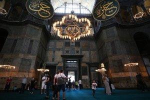 Ayasofya-i Kebir Cami-i Şerifi'ne ziyaretçi akını