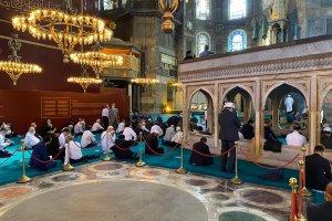 Ayasofya-i Kebir Camii'nde tac giyme alanına halı serilmedi