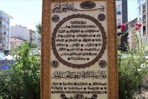 Ayasofya-i Kebir Cami-i Şerifi'ne iki yılda yapımı biten hilye şerifi hediye edildi