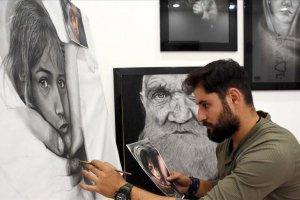 27 yaşındaki sanatçı çizdiği hiperrealist resimler ilgi çekiyor