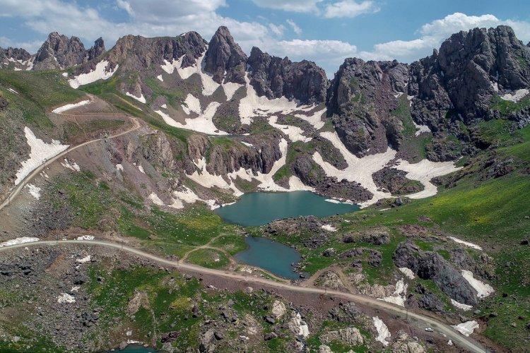 Alplerin Sat Buzul Gölleri eşsiz doğa güzelliğiyle büyülüyor