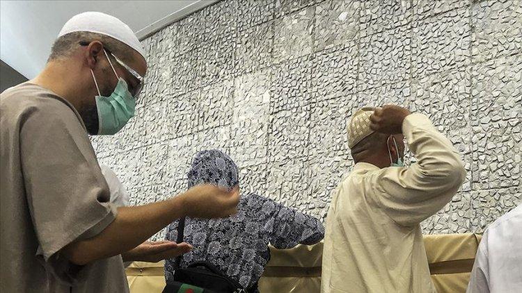 Arafat vakfesini dün tamamlayan hacılar şeytan taşladı