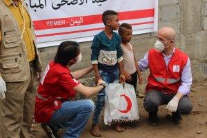 Türk Kızılay Yemen'de 13 bin aileye kurban eti dağıtıyor