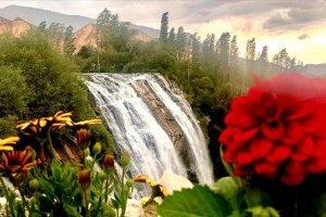 Tortum Şelalesi doğal güzellikleriyle bayramda ziyaretçilerini ağırladı