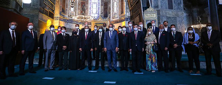 Cumhurbaşkanlığı Sözcüsü Kalın 30 ülkenin büyükelçileriyle Ayasofya-i Kebir Camii'ni ziyaret etti