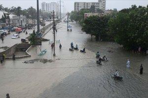 Pakistan'da sel nedeniyle 57 kişi öldü