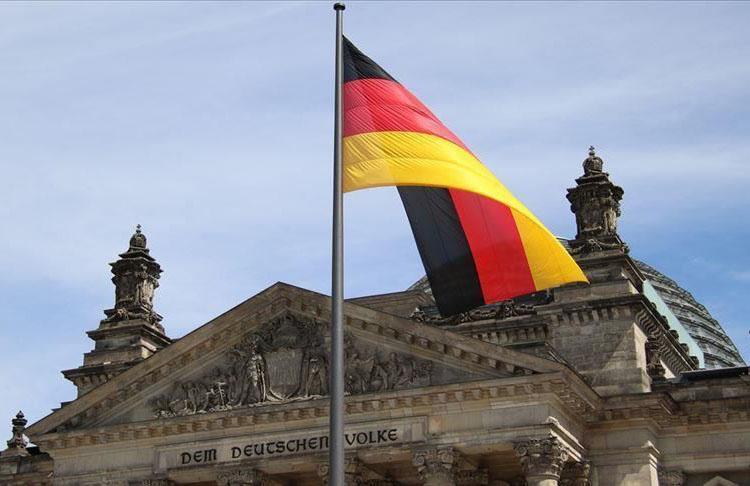 """Almanya'nın """"bütçe açığı"""" yılın ilk yarısında 51,6 avro oldu"""