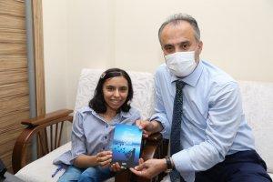 Başkan Aktaş'tan engelli yazar Zehra'ya anlamlı ziyaret