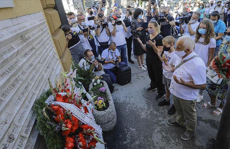 Saraybosna'da yıllar önce yaşanan pazar yeri katliamının kurbanları anıldı
