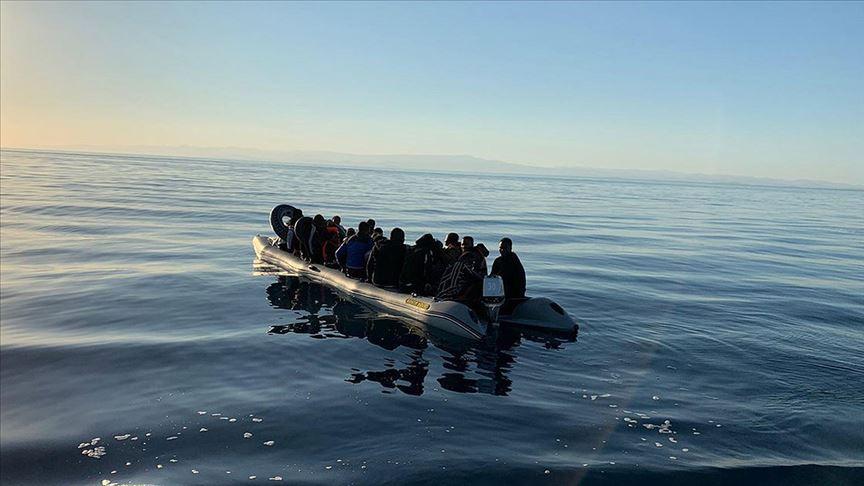 İtalya'nın güneyinde göçmen botu alev aldı