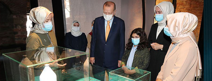 Cumhurbaşkanı Erdoğan, KAGEM'in 'Böyle Daha Güzelsin' sergisini gezdi