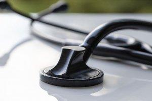 Doktorlar, kaybettikleri meslektaşlarının ailelerine destek amacıyla sandık kurdu