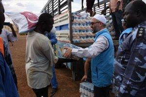 TDV Sudan'da sel mağduru 400 aileye yardım malzemesi dağıttı