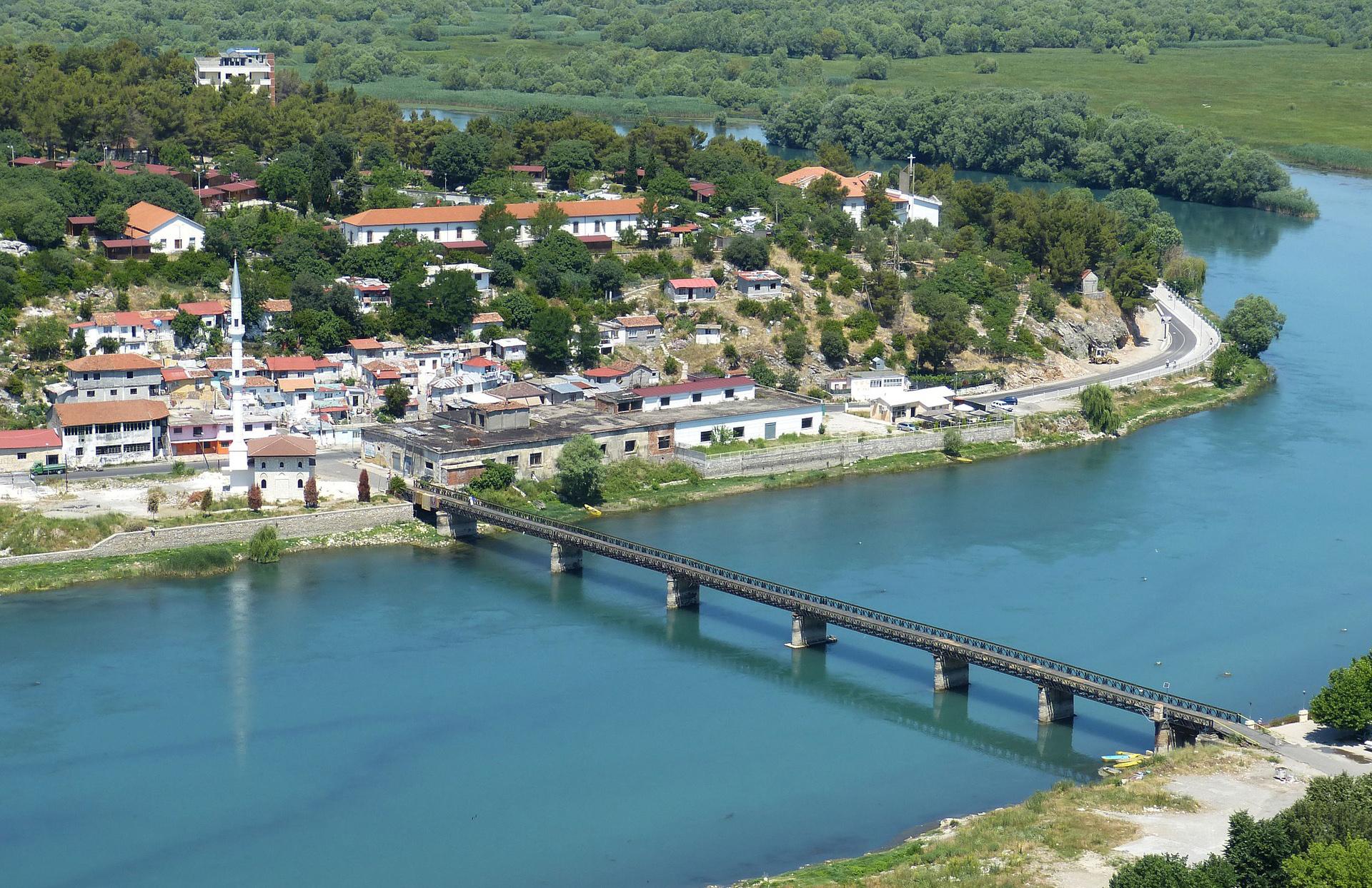 Arnavutluk FETÖ'nun iltisaklı okullarını kapattı