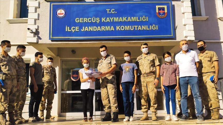 Mehmetçik'ten okullara tablet desteği