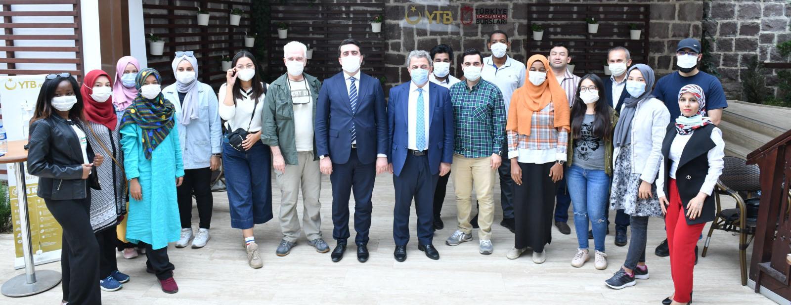 YTB'den uluslararası öğrencilere fotoğraf eğitimi verildi