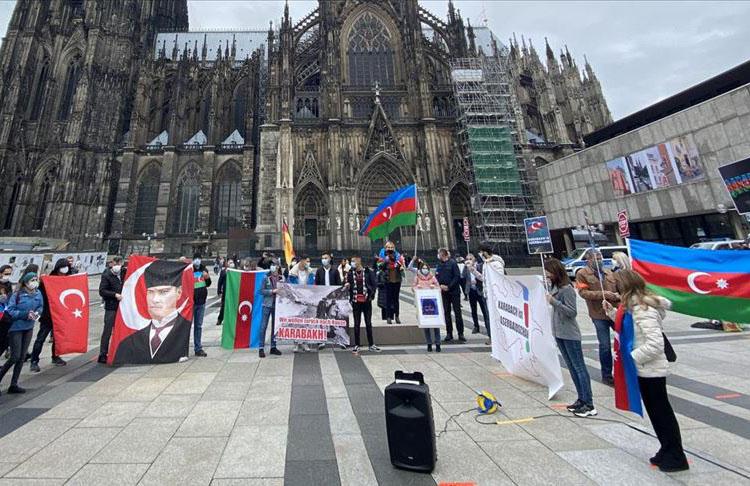 Almanya'da Ermenistan'ın Azerbaycan'a yönelik saldırıları protesto edildi